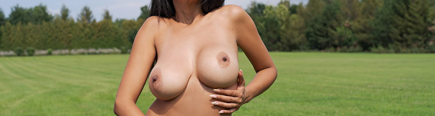 Busty Latina public nudity in virtual reality